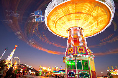 Illuminated fairground rides at night, Oktoberfest, Munich, Germany - p609m658946 by WRIGHT