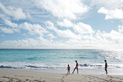 siblings on the beach - p1239m1093071 by Krista Keltanen