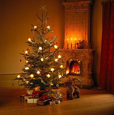 Christmas Eve - p312m1077050f by Sven Olof Jonn