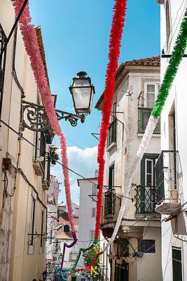 Portugal Lisbon, Street party - p335m2177650 by Andreas Körner
