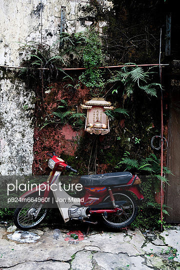 Moped parked on street in Bangkok, Thailand - p924m664960f by Jon Mead