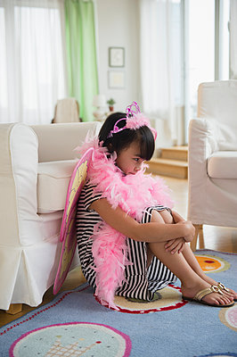 Filipino girl playing dress-up in living room - p555m1415574 by JGI/Jamie Grill