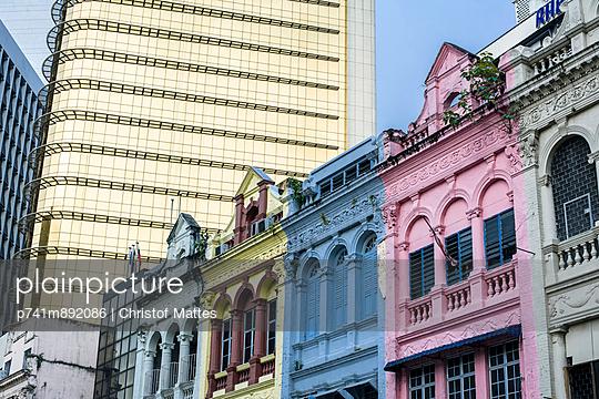 Alt und neu in Kuala Lumpur - p741m892086 von Christof Mattes