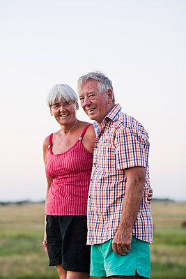 Senior couple together - p312m996504f by Elliot Elliot