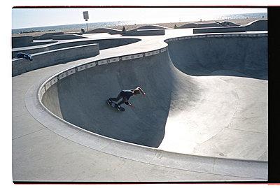 Skater - p911m945435 by Gaëtan Rossier