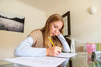 UK, Surrey, Girl (10-11) doing homework at home - p924m2271261 by G. Mazzarini