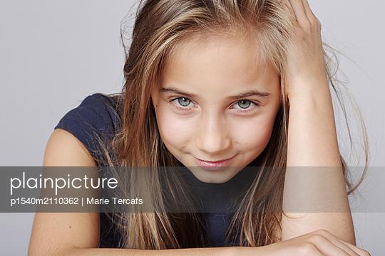 Verschmitztes Mädchen - p1540m2110362 von Marie Tercafs