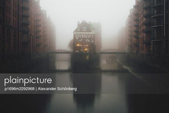 Speicherstadt - p1696m2292968 by Alexander Schönberg