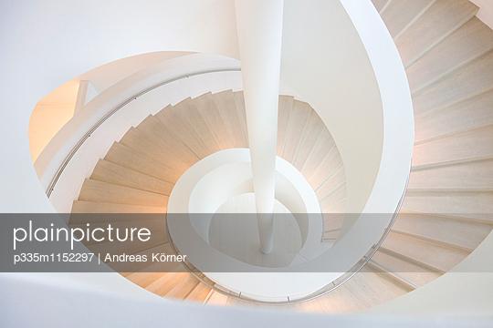 Spiralförmiges Treppenhaus - p335m1152297 von Andreas Körner