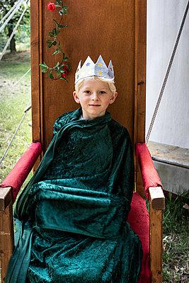 Little king, portrait - p1354m2277807 by Kaiser