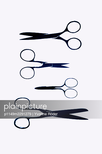 Scissors - p1149m2291279 by Yvonne Röder