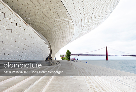 Museum für Kunst, Architektur und Technologie - p1299m1584807 von Boris Schmalenberger