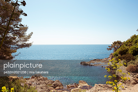 Blick aufs Meer in Toulon - p432m2021238 von mia takahara