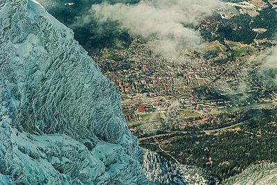Blick auf Mittenwald - p081m1128558 von Alexander Keller