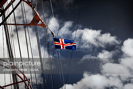 Nautical Vessel with Icelandic flag - p1084m1118698 by GUSK