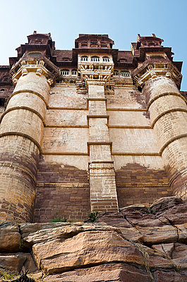 Medieval Mehrangarh Fort in desert - p1072m941369 by chinch gryniewicz