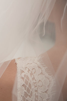 Close-up of wedding veil - p1150m1514932 by Elise Ortiou Campion