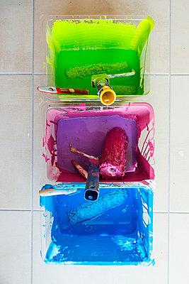 Bunte Farbe - p829m949313 von Régis Domergue
