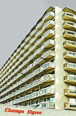Hochhaus in Ostende - p982m658495 von Thomas Herrmann