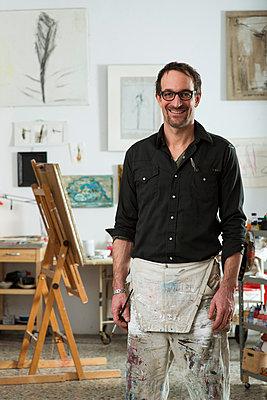 Man in his studio - p081m741565 by Alexander Keller