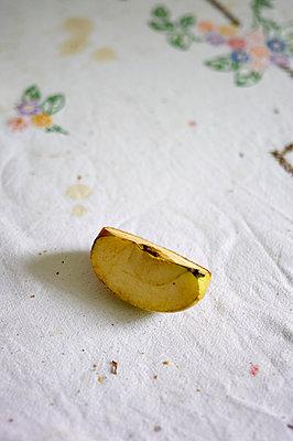 Apfelstück - p358m987533 von Frank Muckenheim