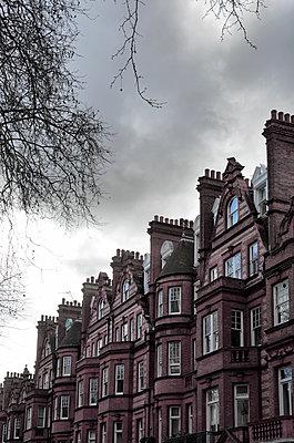Alte Häuser mit Backsteinfassade - p1248m1538614 von miguel sobreira