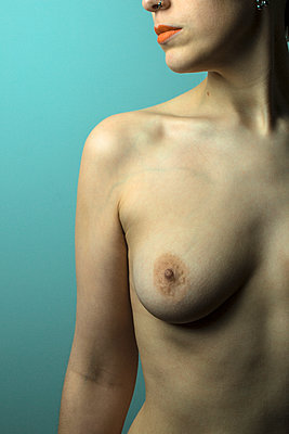 Naked young woman - p975m2100173 by Hayden Verry