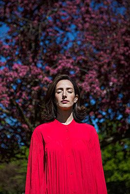 In der Natur Meditieren - p045m1590218 von Jasmin Sander