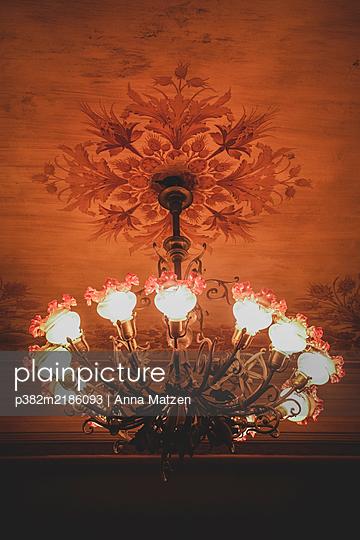 Ceiling lamp in the Teatro Massimo in Palermo - p382m2186093 by Anna Matzen