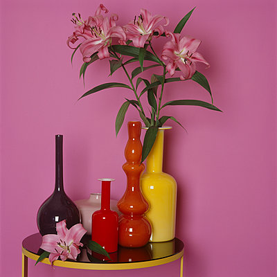 Still life in pink with Lilies - p1311m1136871 by Stefanie Lange
