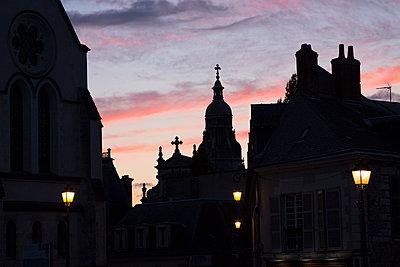 French city at twilight - p1682m2260720 by Régine Heintz
