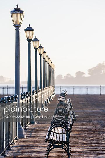 View along empty Pier 7, The Embarcadero, San Francisco, California, USA during the Corona virus crisis.. - p429m2202199 by Alex Holland