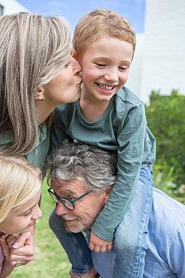 Grosseltern und Enkel - p1156m1591751 von miep