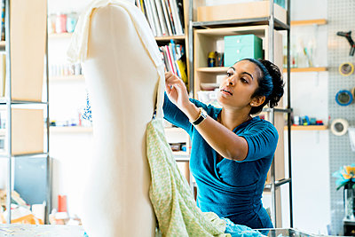 Design professional working on mannequin in office - p1166m1473980 by Cavan Images