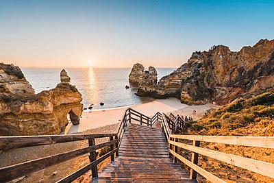 Portugal, Algarve, Faro district, Lagos, Camilo Beach (Praia do Camilo). Walkway to the beach at sunrise. - p651m2033065 by Marco Bottigelli