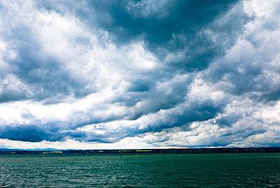 Wolken ueber dem Bodensee - p9793396 von Hoschek