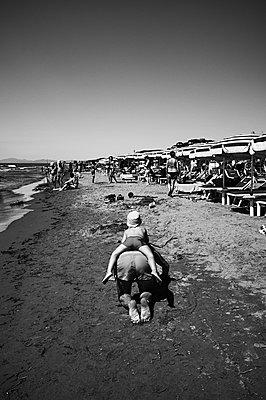 Fun at the beach - p1661m2245436 by Emmanuel Pineau