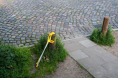 Yellow crutches at the roadside - p229m1461320 by Martin Langer