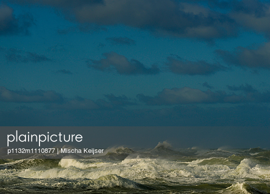 storm Boulogne - p1132m1110877 by Mischa Keijser