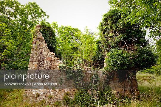 Ruin cottages - p382m1158760 by Anna Matzen