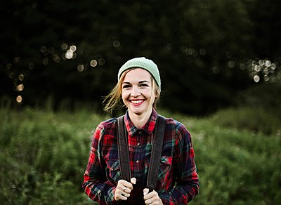Young beautiful hipster woman standing on field in the countryside - p1166m2096005 by Cavan Images