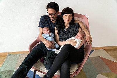 Familie mit Neugeborenen - p402m1201014 von Ramesh Amruth