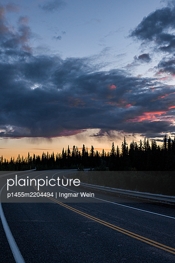 Alaska, Road at sunrise - p1455m2204494 by Ingmar Wein