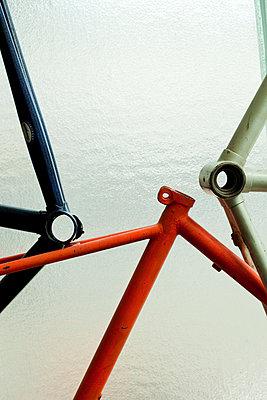 Alte Fahrradrahmen - p1195m1195477 von Kathrin Brunnhofer