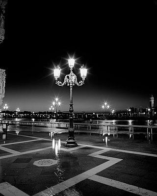Markusplatz bei Hochwasser (Acqua Alta), Venedig - p1493m1585674 von Alexander Mertsch