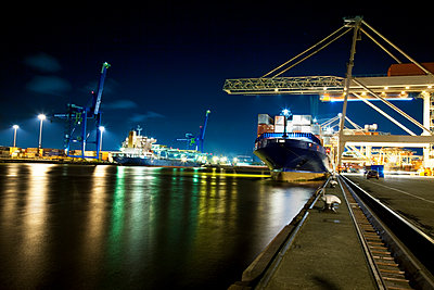 Container ship docked at port - p528m1075365f by Kenneth Hellman