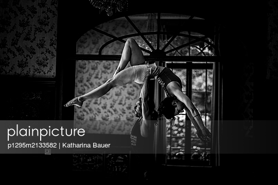 Partner acrobatic  - p1295m2133582 by Katharina Bauer