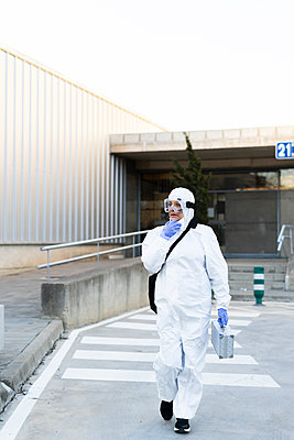 Female scientist wearing protective suit and mask - p300m2170100 by Eloisa Ramos