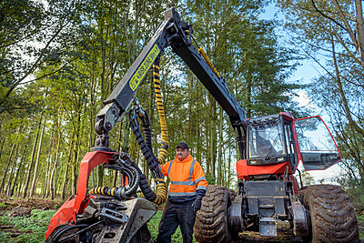Portrait of tree harvesting machine operator in sustainable forest - p924m2271181 by Monty Rakusen