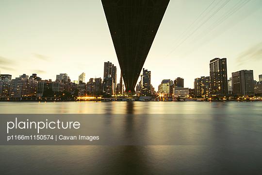 p1166m1150574 von Cavan Images